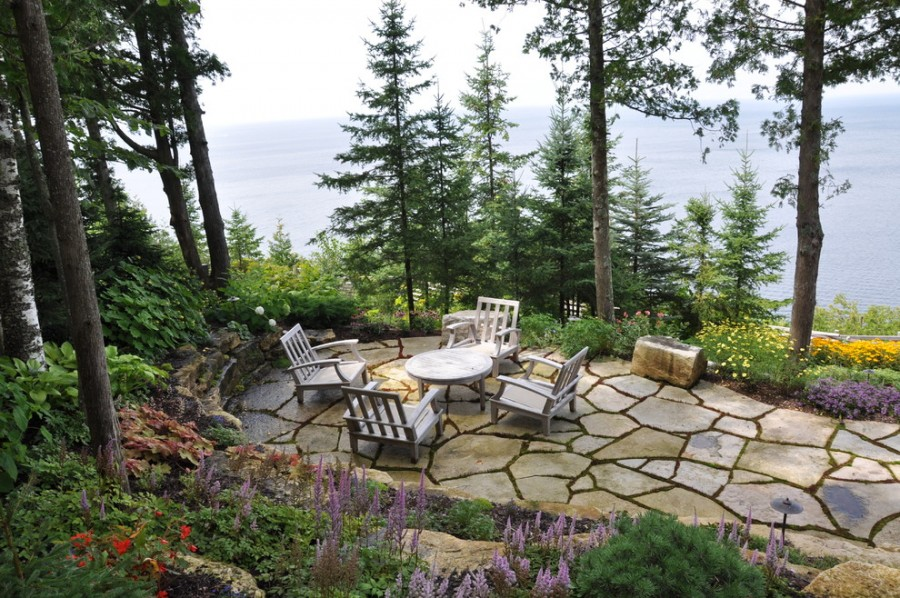 natural_stone_patio_design_ideas