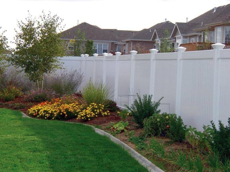 landscap_in_front_of_white_fence