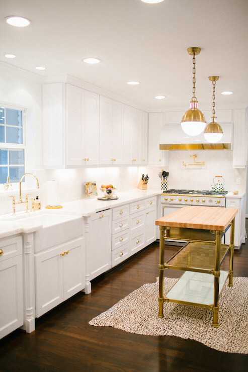 antique_white_distressed_kitchen_cabinets