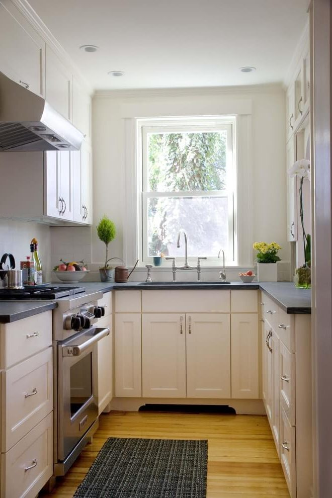 antique_white_farmhouse_kitchen_cabinets