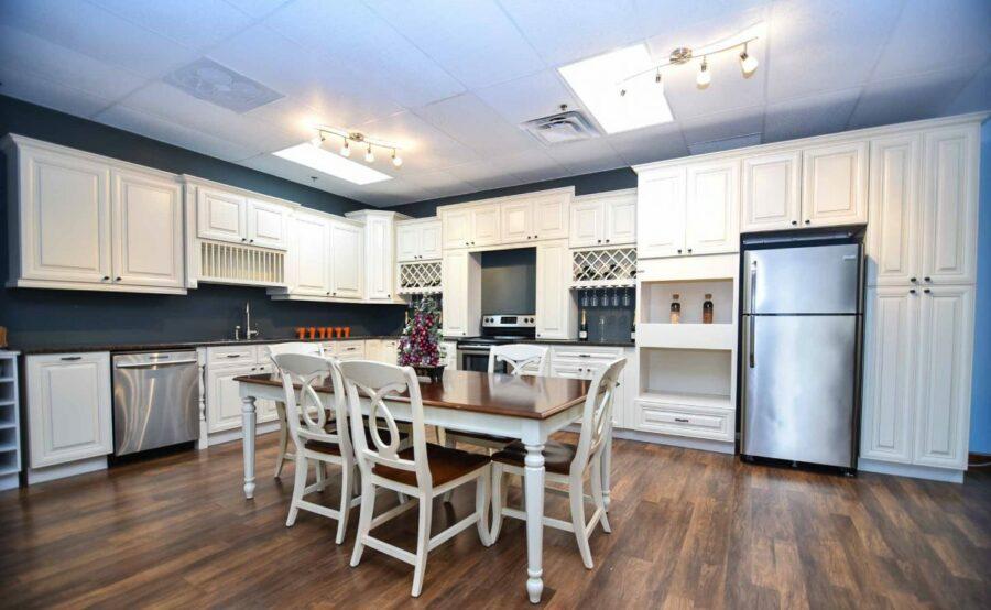 antique_white_finish_kitchen_cabinets