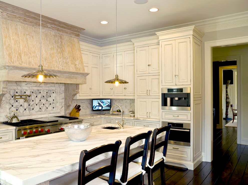 antique_white_kitchen_cabinets_with_glaze
