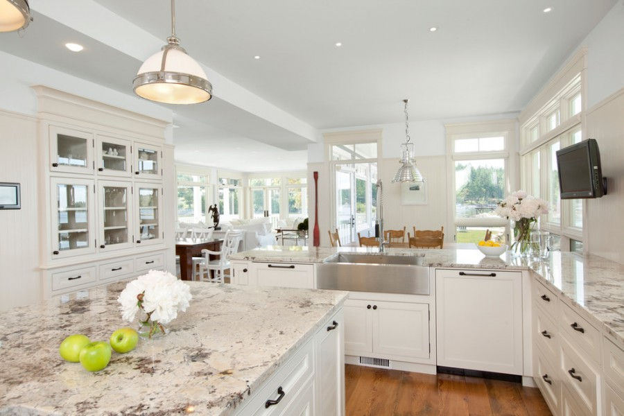 antique_white_kitchen_cabinets_with_granite_countertops