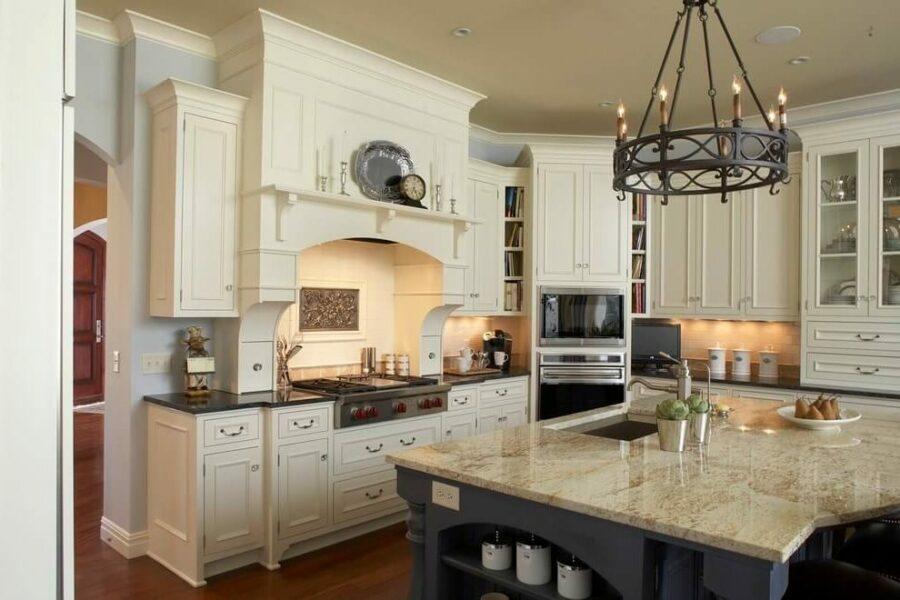 antique_white_kitchen_cabinets_with_quartz_countertops