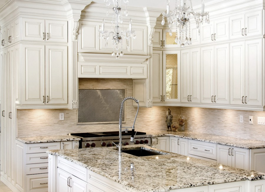 general_finishes_antique_white_milk_paint_kitchen_cabinets