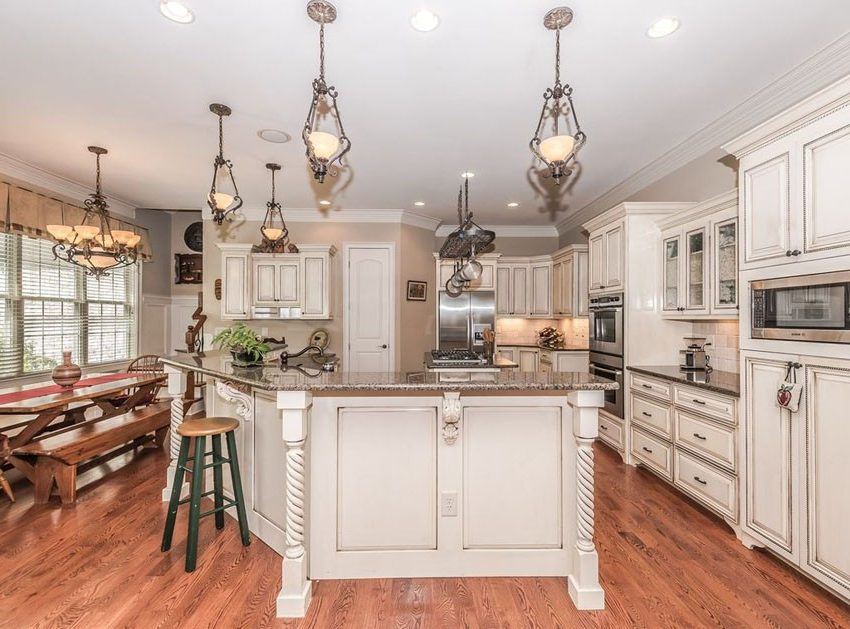 modern_antique_white_kitchen_cabinets