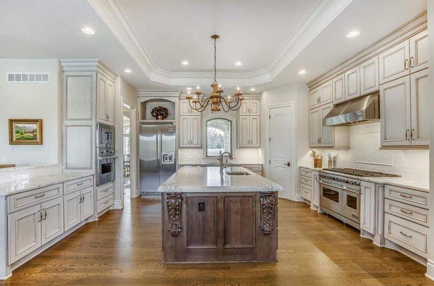 white_vs_antique_white_kitchen_cabinets