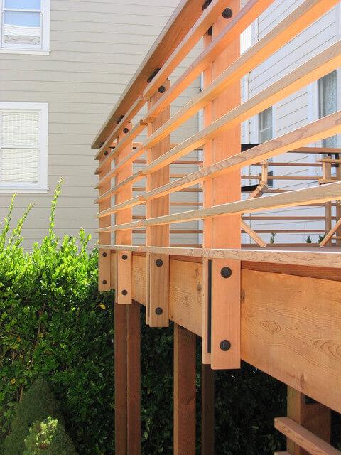 horizontal_wood_deck_railing_ideas