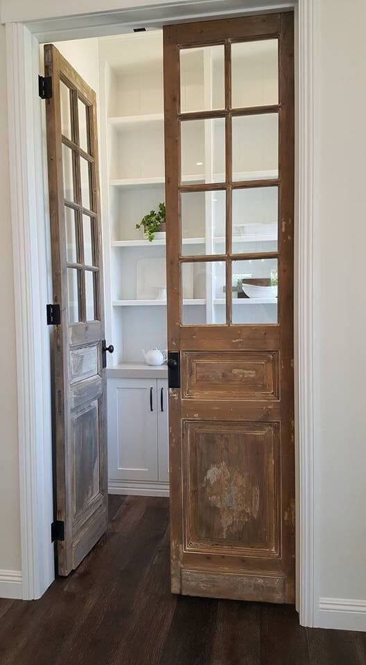 antique_pantry_door_ideas