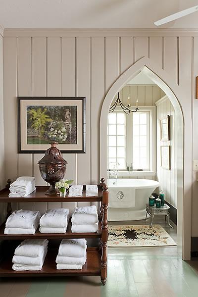 diy_towel_storage_for_small_bathroom