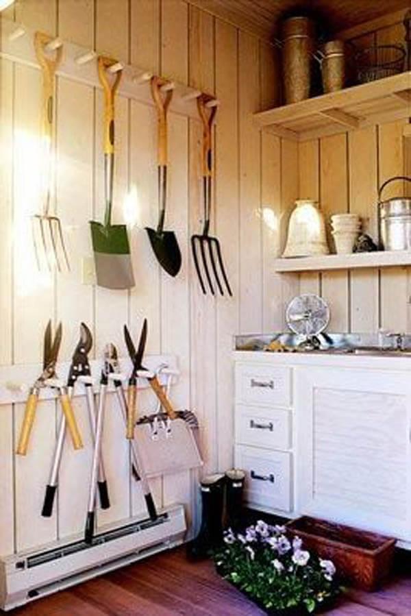 garden_tools_hanging_storage