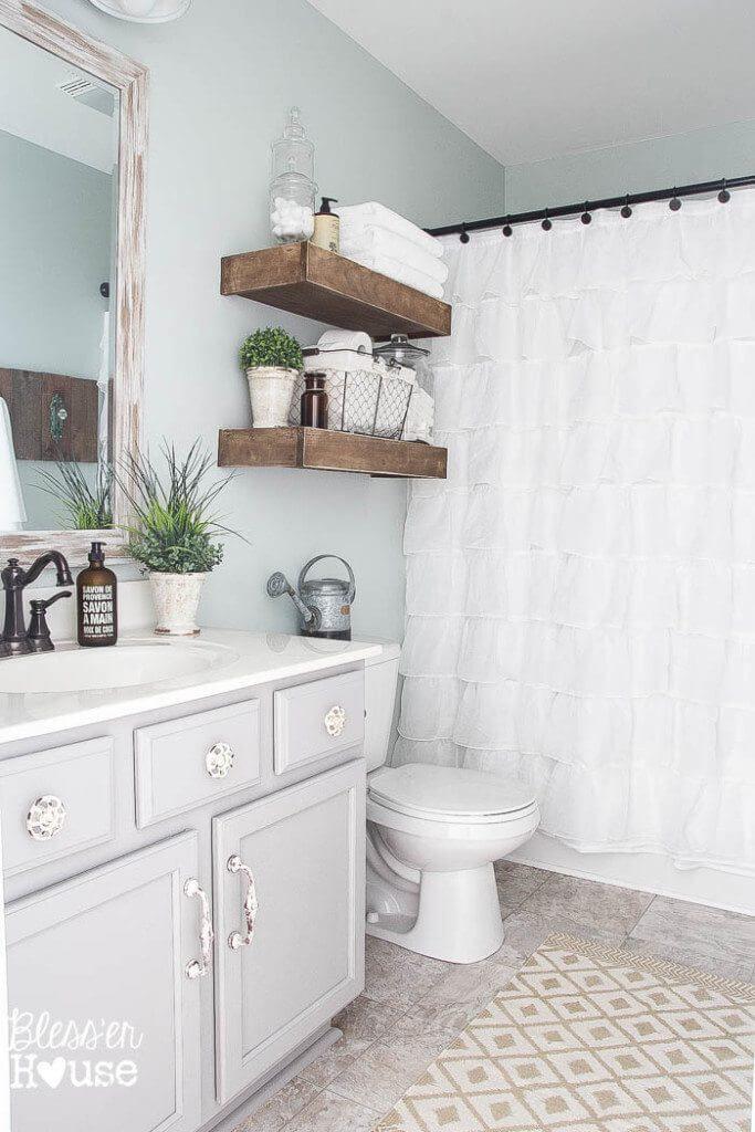 towel_shelves_in_bathroom