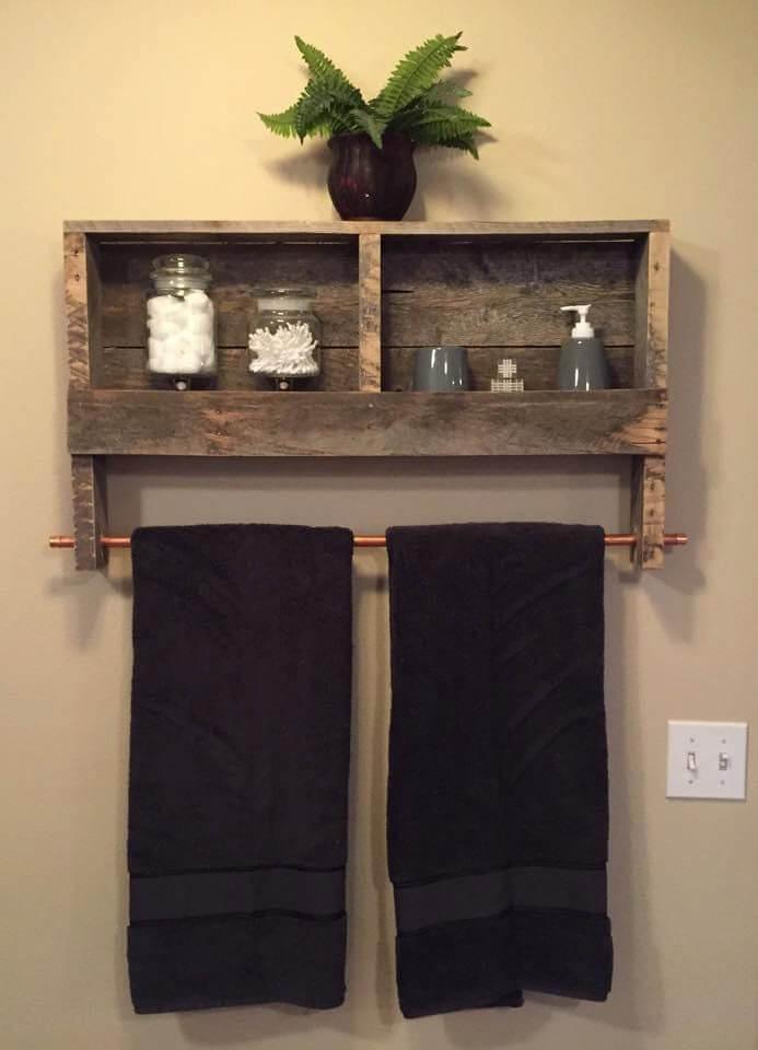 towel_storage_in_a_small_bathroom