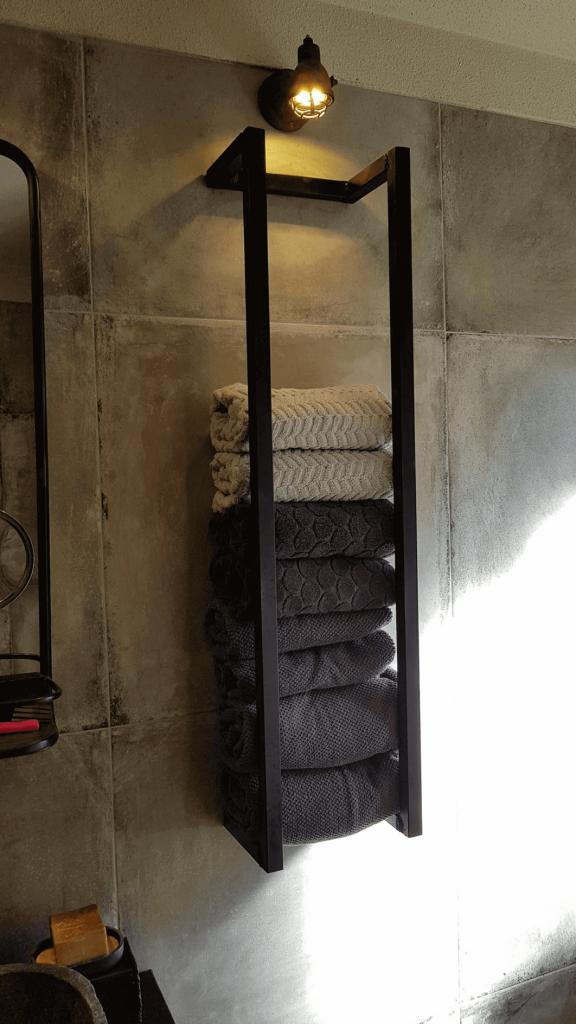towel_storage_small_bathroom