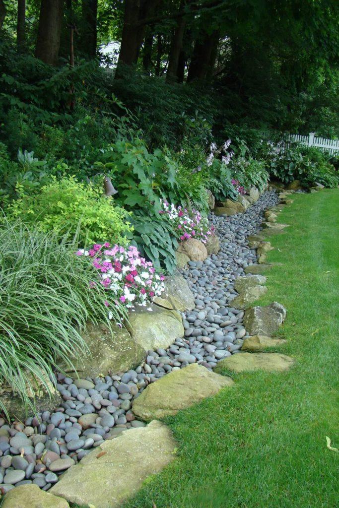 natural lawn edging ideas