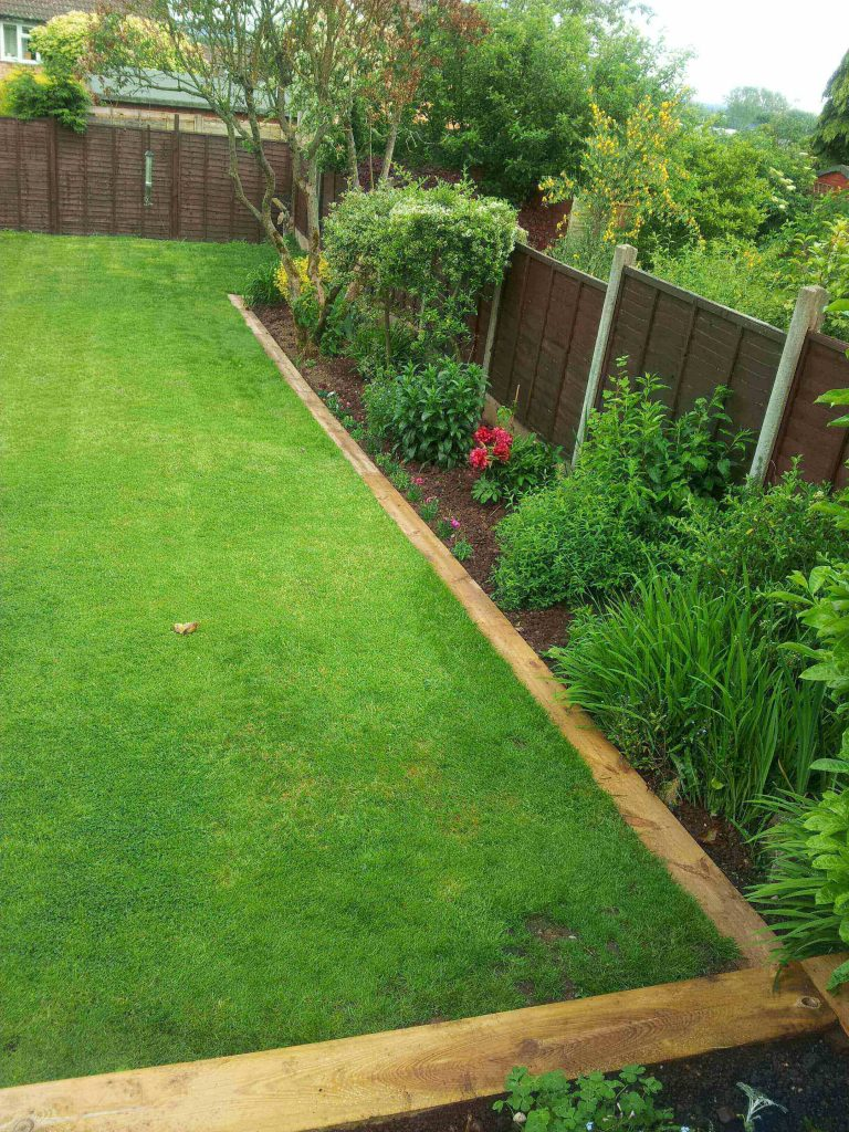 wooden lawn edging ideas