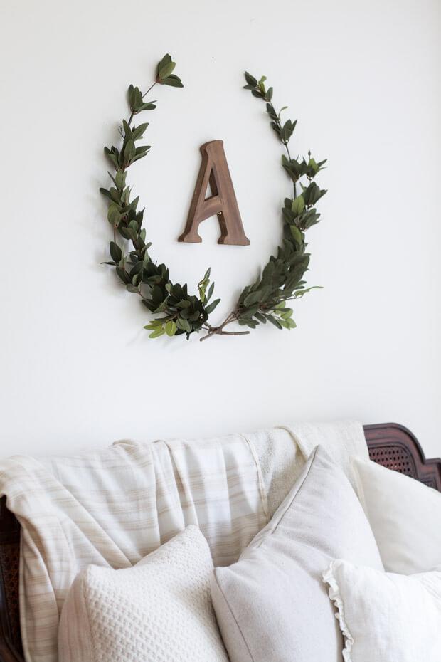 small bedroom wall decor ideas