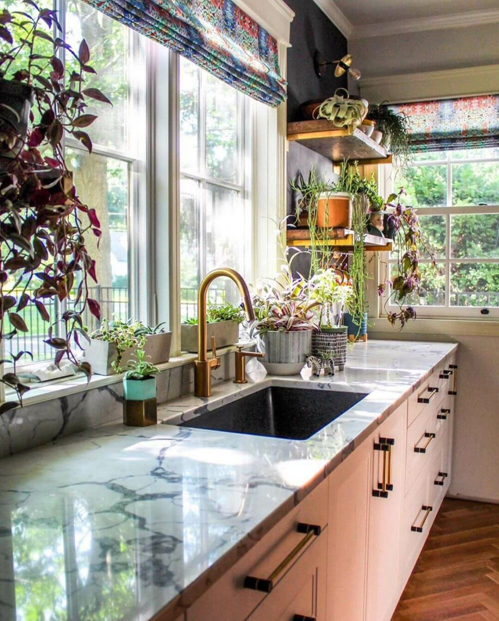 21 Inspiring Kitchen Sink Ideas to Bring Style to the Kitchen on Kitchen Sink Ideas  id=31842