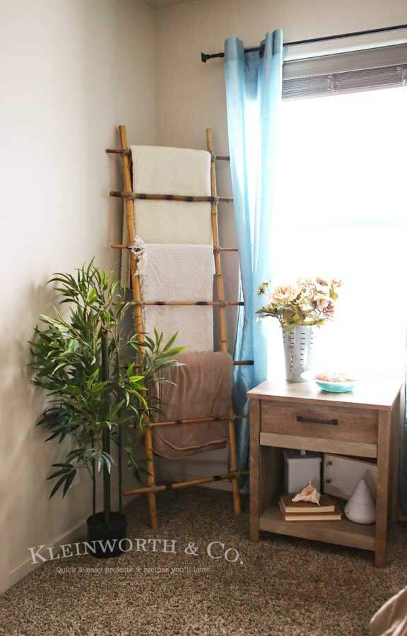 diy decorative blanket ladder