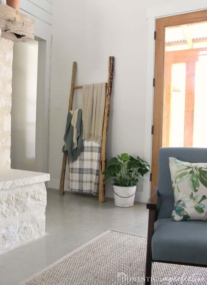 diy farmhouse blanket ladder